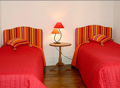 2 lits simples dans la chambre du gîte